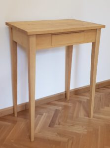 Tisch 78×60×40 cm (h×b×t), auch in weiteren Größen erhältlich